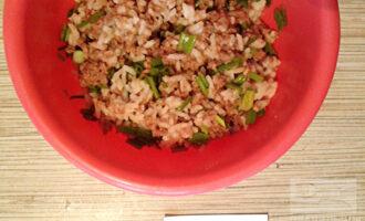 Шаг 5: Добавьте соль, перец по вкусу и все хорошенько перемешайте. Салат готов!