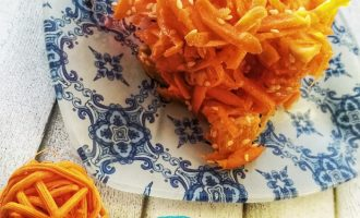Сыроедческий салат из моркови