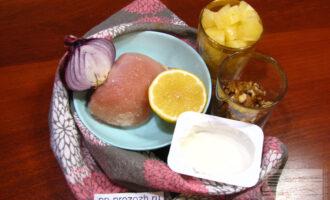 Шаг 1: Приготовьте ингредиенты. Лук репчатый можно взять красный или белый.