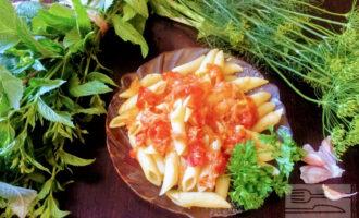 Паста с сельдереем в томатном соусе
