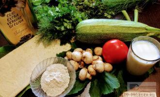 Шаг 1: Для приготовления овощной лазаньи возьмите: тонкий лаваш, грибы, помидор, кабачок, молоко, овсяную муку, оливковое масло.