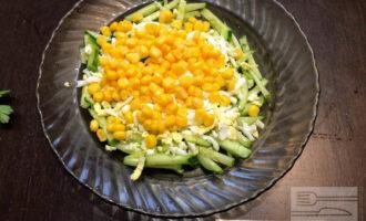 Шаг 4: Добавьте две столовые ложки кукурузы.
