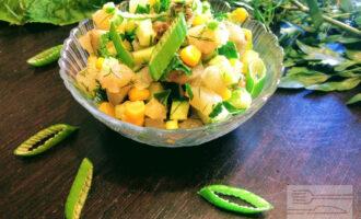 Салат вегетарианский с грибами и огурцом