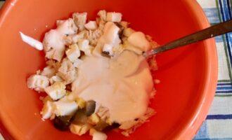 Шаг 5: Соедините все в одной посуде, добавьте домашний майонез Вашего собственного приготовления.