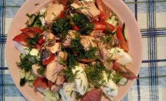 Диетический салат с горбушей консервированной