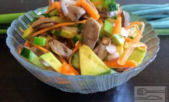 Диетический салат из куриных сердечек