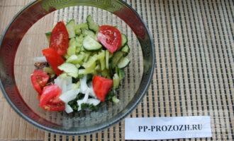 Шаг 6: Сложите все ингредиенты в красивый салатник.