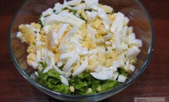 Шаг 6: Соедините в салатнике все три ингредиента, перемешайте.
