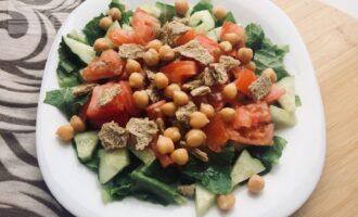 Веганский салат Цезарь