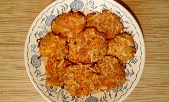 Шаг 6: Яблочно-морковные оладьи готовы!