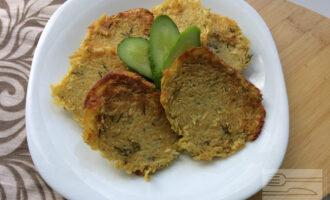 Вегетарианские оладьи из кабачков с нутовой мукой