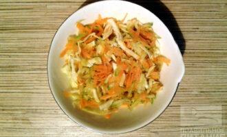 Шаг 5: Смешайте льняное масло, сок лимона, соль, перец и заправьте салат. Блюдо готово!