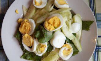 Шаг 4: Очистите яйцо и нарежьте кружками.