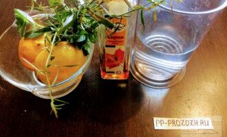 Шаг 1: Для приготовления лимонада возьмите: лимоны, мяту, эстрагон, кленовый сироп и воду.