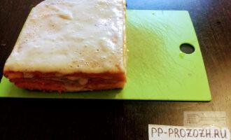 Шаг 10: Поставьте готовый торт в холодильник на 2-3 часа.