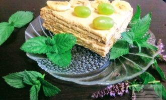 Шаг 8: Каждый овсяноблин смажьте кремом. Последний слой обмажьте кремом, украсьте по вкусу (ягодами, бананом, орехами и. д.).