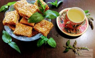 Шаг 10: Печенье можно подавать с травяным чаем или соками.