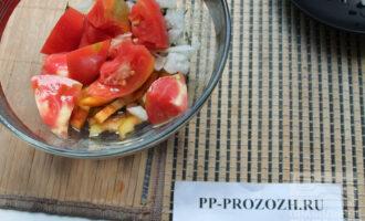Шаг 6: Сложите все овощи в салатник.