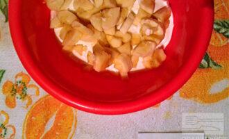 Шаг 3: Добавьте порезанный на кусочки банан.