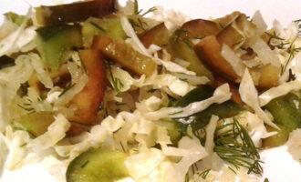 Салат с дайконом и капустой