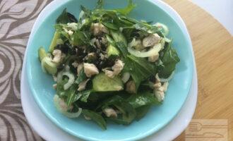 Диетический салат со шпинатом и индейкой