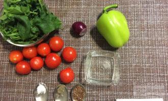 Шаг 1: Приготовьте ингредиенты. Вымойте овощи и очистите.
