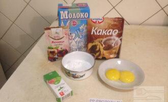 Шаг 6: Пока выпекается бисквит, приготовьте все для второго слоя – шоколадного мусса.