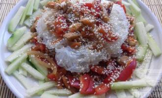 Салат с фунчозой и курицей