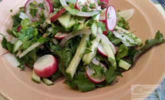 Вегетарианский салат с огурцами