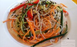 Диетический салат с фунчозой