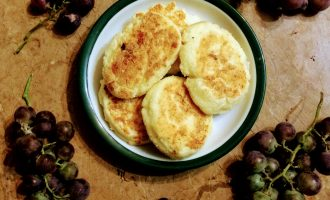 Диетические сырники из творога на сковороде