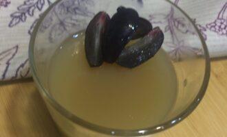 Десерт из желатина и фруктов диетический