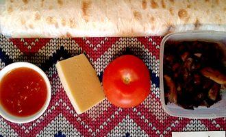 Шаг 1: Приготовьте все ингредиенты по списку. Шампиньоны заранее потушите или обжарьте с небольшим количеством растительного масла.
