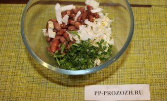 Шаг 5: Сложите готовые ингредиенты в салатник.