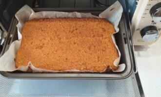 Шаг 6: Отправьте тесто в предварительно разогретую духовку до 180 градусов на 25 минут.