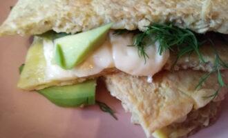 Овсяноблин с авокадо и сыром