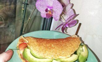 Овсяноблин с авокадо и творожным сыром