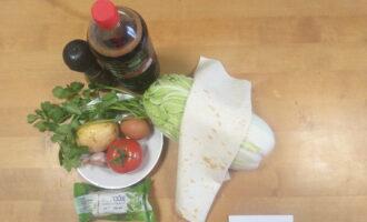 Шаг 1: Подготовьте все продукты, овощи и зелень вымойте.