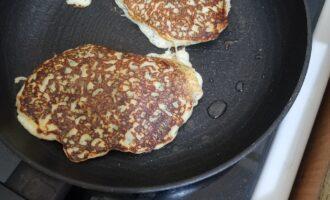 Шаг 7: Обжарьте еще минутку, и убирайте. И так готовьте до момента, пока не закончится тесто.