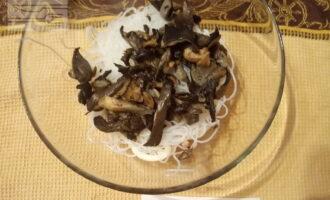 Шаг 5: Добавьте грибы.