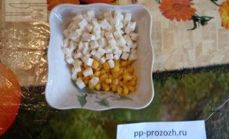 Шаг 3: Добавьте кукурузу.