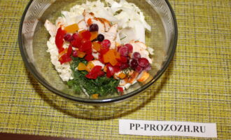 Шаг 8: Добавьте клюкву и болгарский перец.