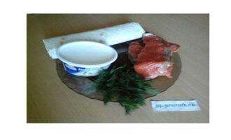 Шаг 1: Подготовьте ингредиенты: лаваш, красная рыба слабосоленая, творожный сыр, укроп.
