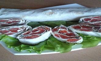 Рулет из лаваша с красной рыбой и творожным сыром