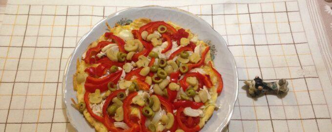 Диетическая пицца на творожном тесте