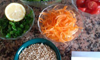 Шаг 4: Остальные овощи нарежьте по своему вкусу.