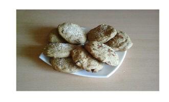 Шаг 7: Переложите готовое печенье на блюдо и подавайте к чаю.