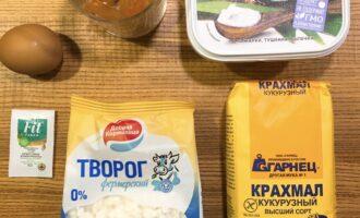 Шаг 1: Подготовьте ингредиенты для сырников.
