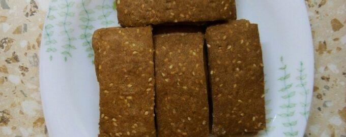 Хлебцы из цельнозерновой муки с кунжутом