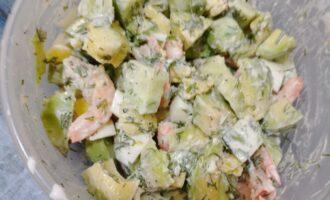 Шаг 7: Все тщательно перемешайте. Ваш салат готов.